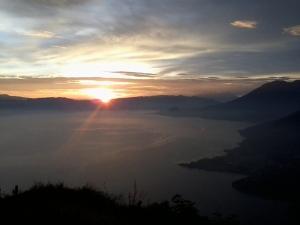 Lago Atitlán, Arcoiris cultural